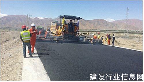 陕建机械SUM820摊铺机为西藏公路建设做