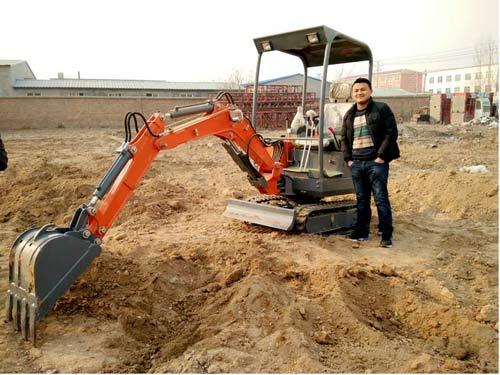 """山鼎微型挖掘机——值得你永远""""驻足"""