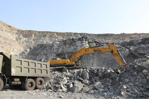 雷沃工程机械——铁矿开采转运的制胜法