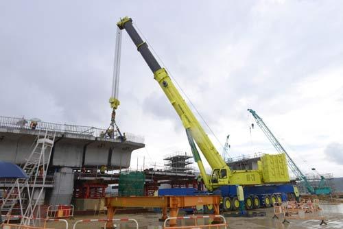 中联重科在香港举行大吨位全地面起重机