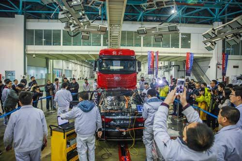 中国PHEV公开首撞 红旗引领新能源汽车安