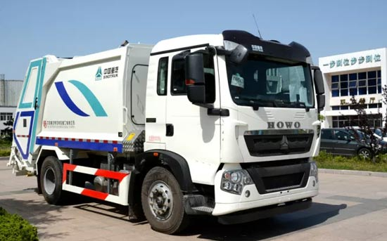 中国重汽压缩式垃圾车装备青岛环卫 服务