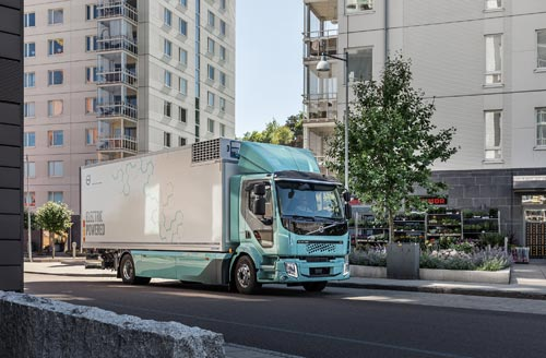 沃尔沃卡车正式向客户交付首批纯电动卡