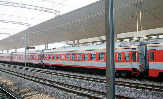 中国高铁将迈入新的时代,绿皮火车再见!