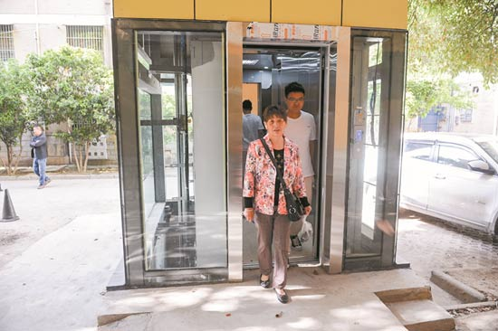 安徽阜阳首个老旧小区加装电梯投用