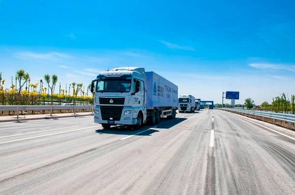中国重汽智能网联卡车参加全国首次列队