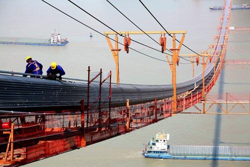 五峰山长江大桥主缆架设完成