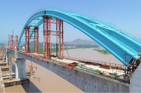 金台铁路灵江特大桥钢管拱顺利合龙
