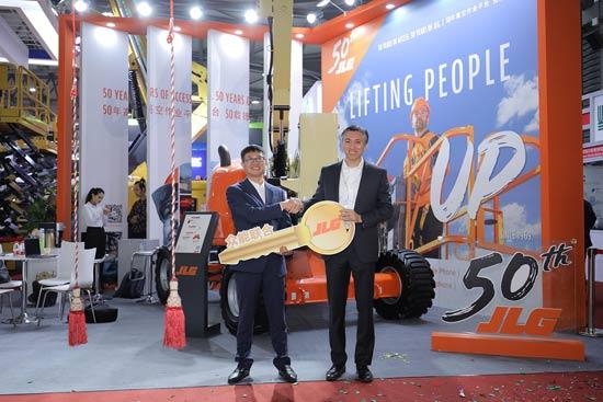 捷尔杰亚洲首台520AJ曲臂式高空作业平台