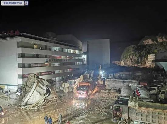 贵阳一混凝土公司厂区内发生塌滑事故,目前4人