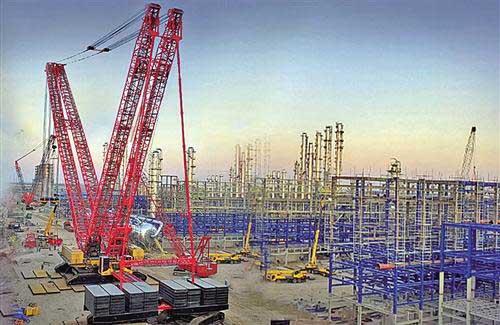 全球最大4000吨履带式起重机在山东首吊成