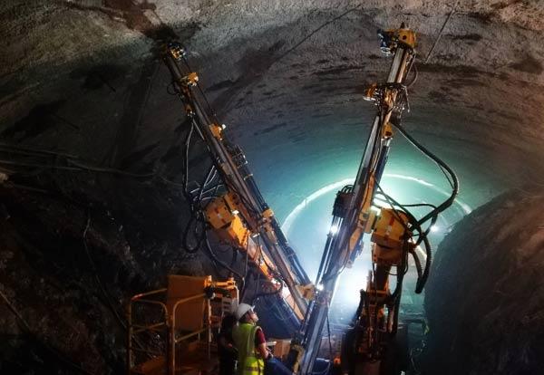 中老铁路万米长隧多吉隧道顺利贯通