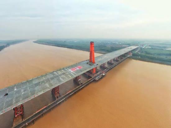 世界最大跨度三塔自锚式悬索桥!