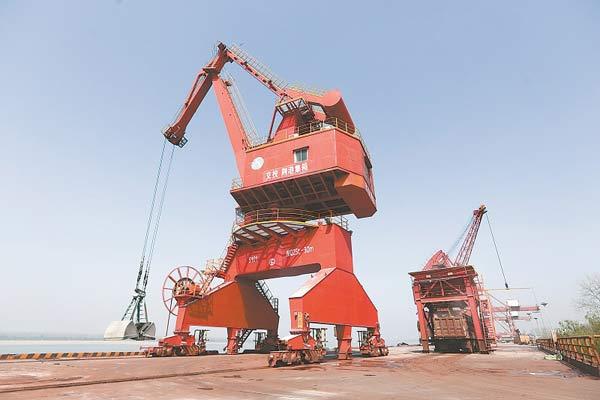 荆州港区码头起重机