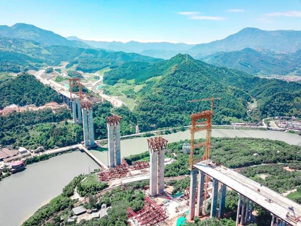 """沿着高速看中国!福建三明山谷中的""""超级工程"""