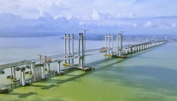 中国首座时速350公里跨海高速铁路桥主桥合龙