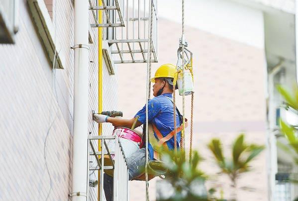 更换燃气管道 保障居民安全