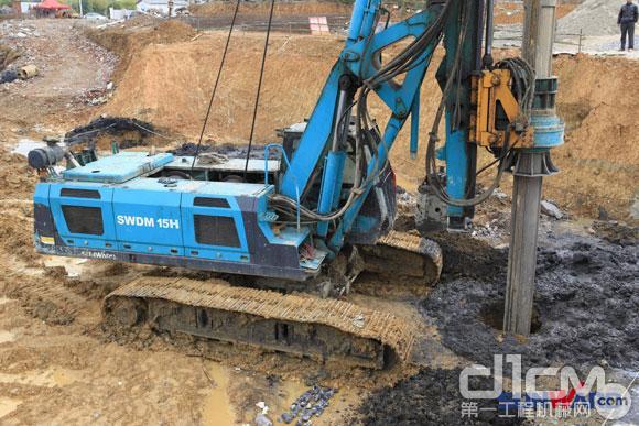 正在施工作业的山河智能SWDM15H旋挖钻