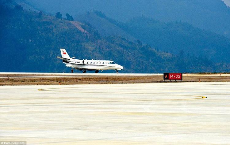 广西在山顶建机场 跑道世界最窄