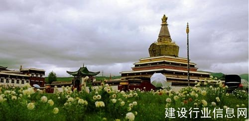 安信为300年藏传活佛舍利古刹定制实木地
