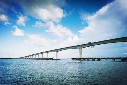 人民日报:文莱湾上筑起新希望