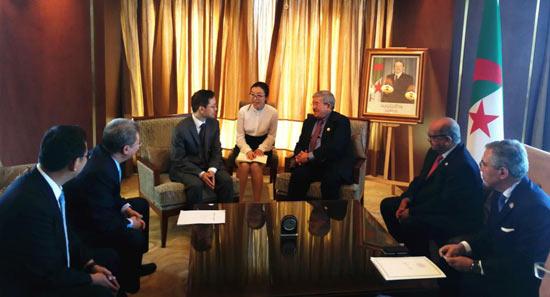 阿尔及利亚总理乌叶海亚与中国建筑共商
