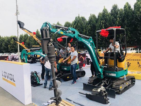 雷沃微挖产品亮相2018全球微挖峰会暨用户