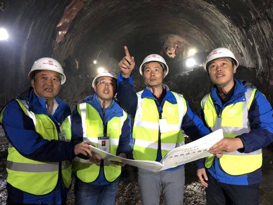 青海省第一长大公路隧道  宁缠隧道即将