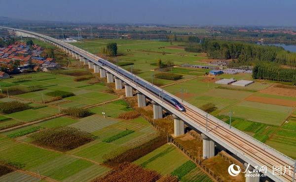 日兰高铁日曲段建成通车